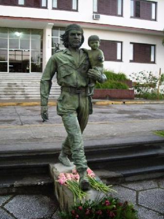 la statue du che