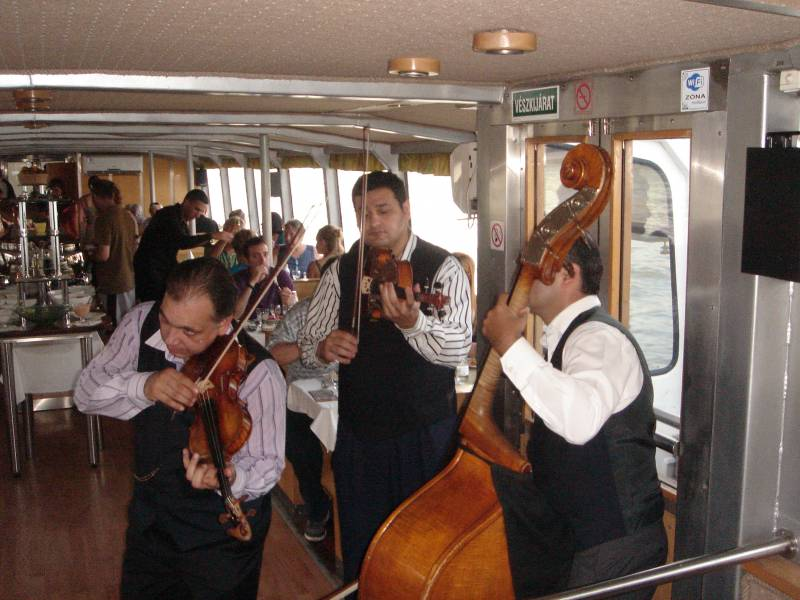 MUSICIENS TSIGANE A BUDAPEST